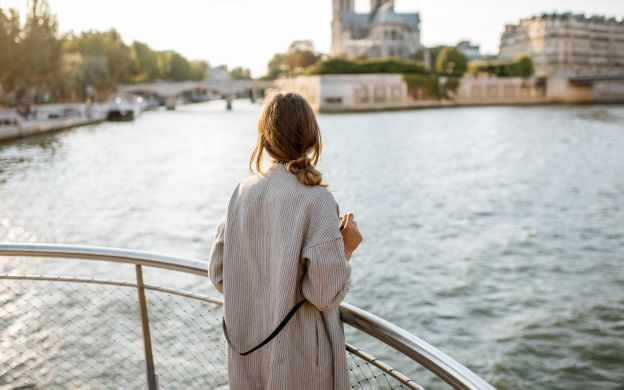 1-Hour Sightseeing Cruise on River Seine - Bateaux Parisiens