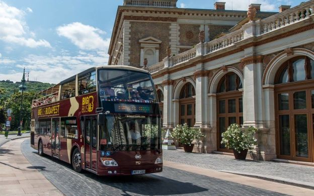 Big Bus Budapest: Hop On - Hop Off Bus Tour With Walking Tour and optional Night Tour, Cruise & Castle Shuttle Service