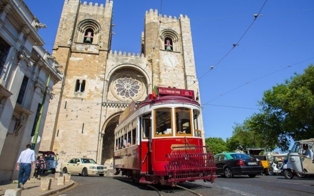 Yellow Bus Lisbon Hills Tramcar Tour + Free Aerobus & Carris Trams Access + Exciting Upgrade Options
