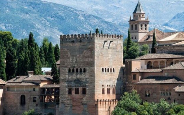 Dive Down the Memory Lane: Expert Guided Tours of Generalife and Alhambra with Skip-The-Line Access