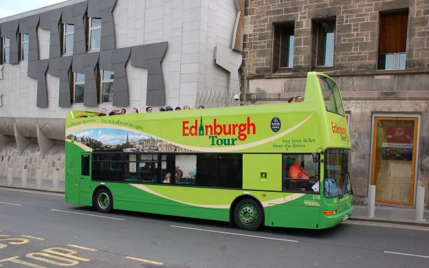 Royal Edinburgh Ticket: Hop-On, Hop-Off Bus + Edinburgh Castle Fast-Track Entry +  Holyroodhouse Palace & Royal Yacht Britannia