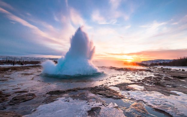 Iceland 3-Day Guided Tour: Golden Circle, Blue Ice Cave, Jokulsarlon, Five waterfalls and black beach