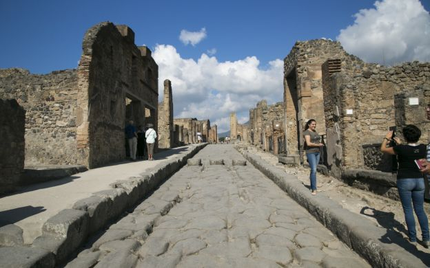 Pompeii Express Guided Tour by High-Speed Train-From Rome