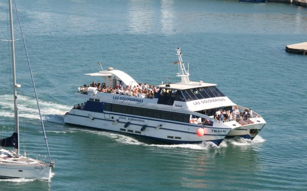 Barcelona by Land and Sea: Hop-On, Hop-off Bus and Boat Tour