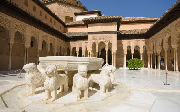 Alhambra Palace and Generalife Guided Tour with Return Transfers
