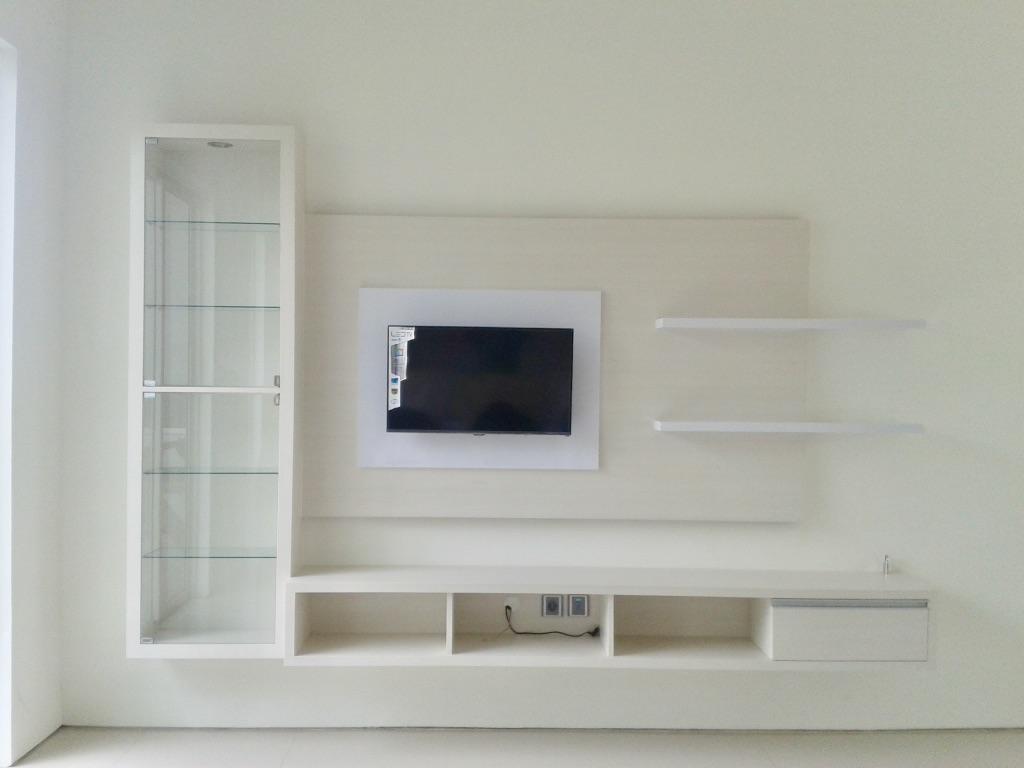 White Backdrop TV | Niaga Art