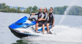 Enjoy a free water toy with any watercraft rental at any AZ lake!