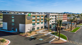 Holiday Inn Express & Suites Lake Havasu