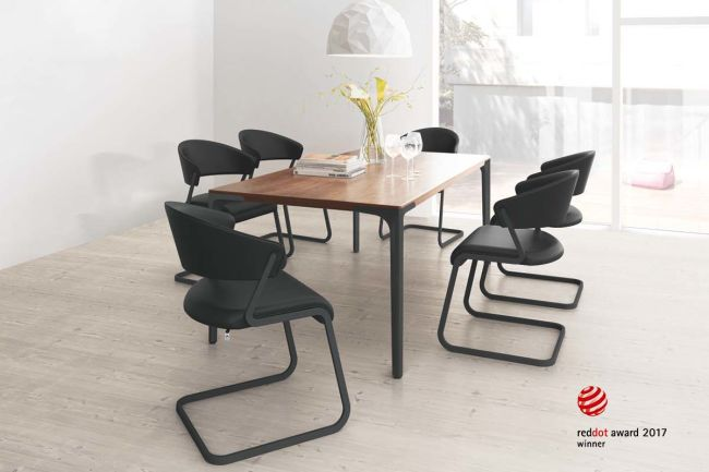 SPEISEN – Black Edition Set  with 4 free-swinging chairs
