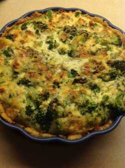 paj med broccoli och ädelost