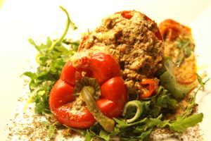 fylld köttfärslimpa med fetaost och soltorkade tomater