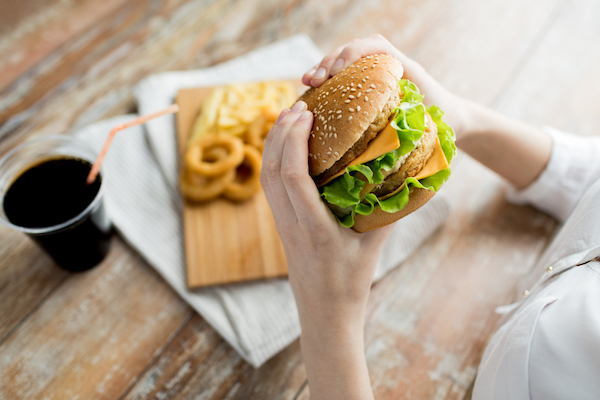 Cheeseburger - Avoid Trans Fat in Processed Foods - The Wellnest by HUM Nutrition