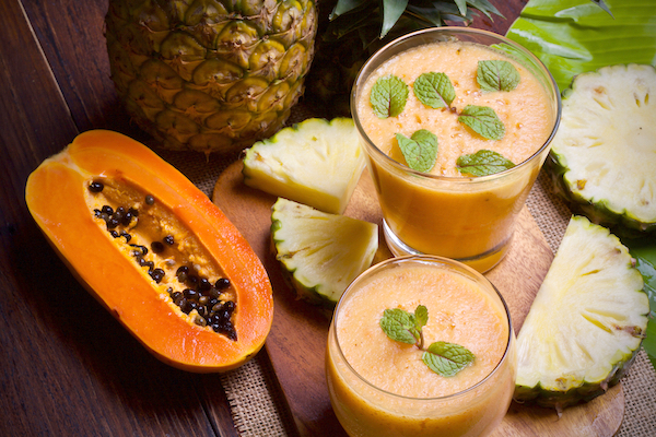 De-bloating Tropical Smoothie - Papaya Beauty Benefits - The Wellnest by HUM Nutrition
