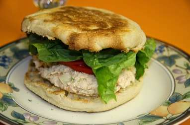 Sandwich salade, poulet mayonnaise, tomates, amandes