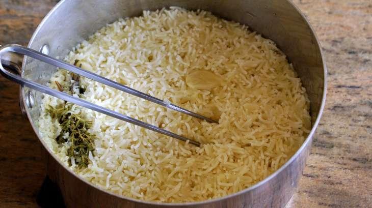 riz pilaf ou riz au gras recette du riz pilaf cuire le riz pilaf chef simon recette par. Black Bedroom Furniture Sets. Home Design Ideas