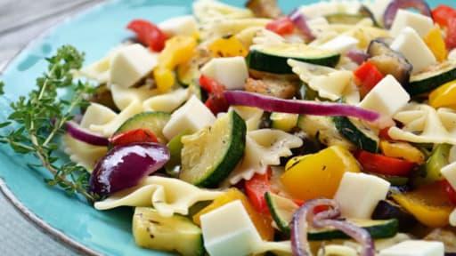 Salade De Pates Farfalle Aux Legumes Grilles Thym Et Mozzarella
