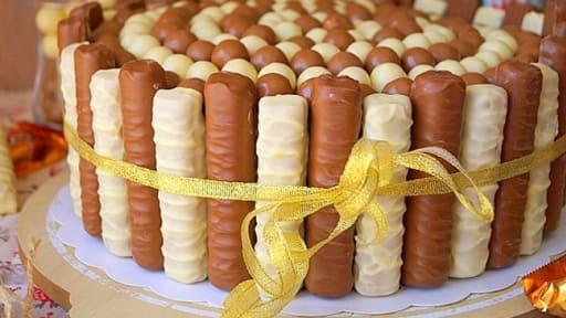 Gateau D Anniversaire Au Chocolat Twix Et Maltesers Recette Par