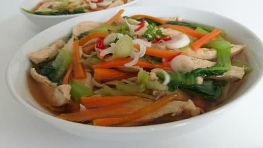 Soupe De Nouilles Chinoises Au Poulet Et Aux Legumes Recette Par