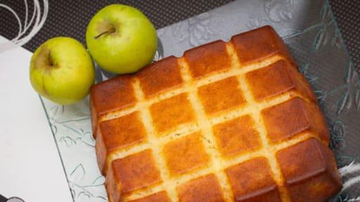 Gateau Au Yaourt Fondant Aux Pommes Recette Par Senteur Et Saveur