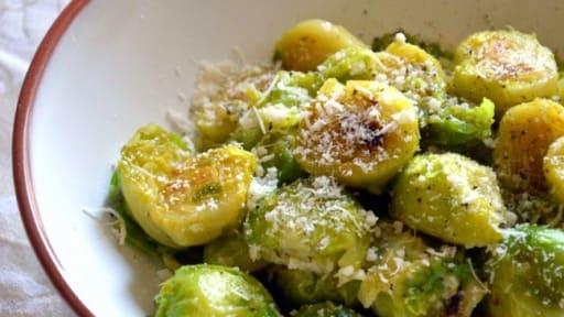 Les Choux De Bruxelles Sautes Au Parmesan Recette Par Petite