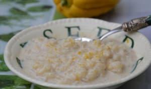 Riz au lait vanillé, à la main de Bouddha