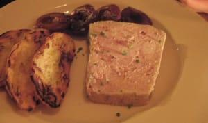 Terrine au foie de veau, gras de jambon, oignons et pommes à l'ancienne