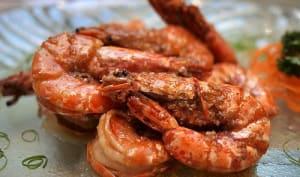 Crevettes au barbecue, à la plancha, en marinade ail, citron, coriandre