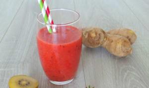 Smoothie fraises, kiwis jaunes et gingembre