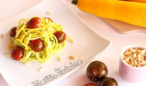 Spaghetti de courgette jaune sauce avocat et citron vert