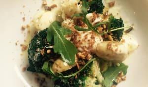Aïoli de brocoli brulé, oeuf poché, sel d'anchois