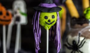 Cake pops sorcières d'Halloween et monstres fous