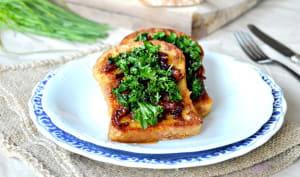 Pain perdu au kale et confit d'oignons au vinaigre balsamique