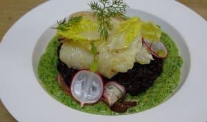 Cabillaud poêlé sur riz vénéré, crème de laitue et fanes de radis au raifort