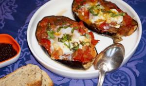 Aubergines farcies aux tomates et aux oeufs