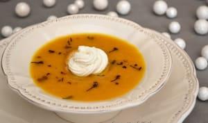 Velouté aux carottes et à la clémentine, fromage de chèvre et poivre voatsiperifery