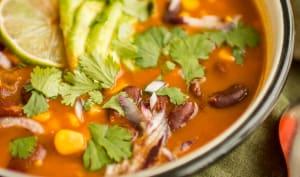 Soupe mexicaine épicée aux haricots rouges