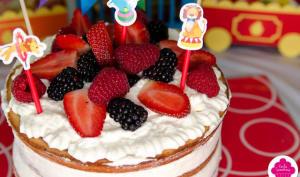 Naked cake aux fruits rouges et chantilly