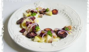 Salade de pommes de terre aux harengs fumés, betterave, carottes et pomme Granny