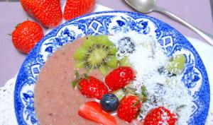 Smoothie bowl à la banane, fraise et açaï