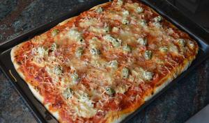 """Pâte à Pizza Façon """"Pan"""" Maison et Pizza Reine"""