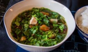 Soupe vietnamienne à la tomate et au tofu