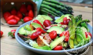 Salade printanière aux fraises et poulet