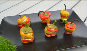 Mini poivrons multicolores farcis au fromage frais et chorizo