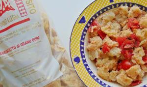 Salade de pain biscotté aux tomates et à l'origan