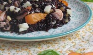 Salade de riz noir au saumon et abricots rôtis