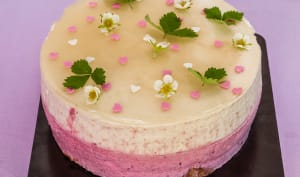 Gâteau mousseux aux pêches et fruits rouges