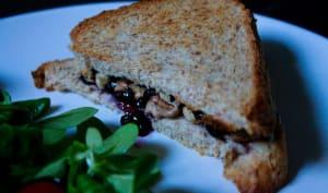 Croque sucré-salé : camembert, myrtille et noix