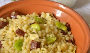 Salade de pâtes, fèves, mozzarella et chorizo