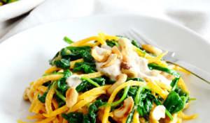 Spaghettis de courge butternut aux épinards et sauce à la noix de cajou