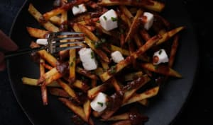 Poutine québécoise végane sauce champignons